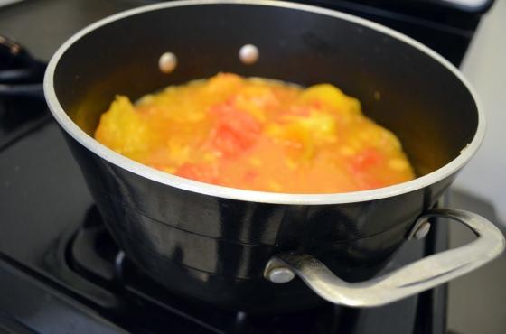 making heirloom tomato sauce