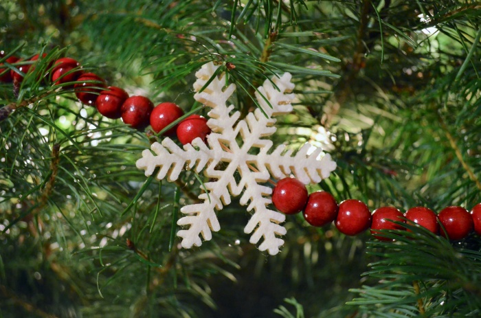 christmas tree snowflake garland