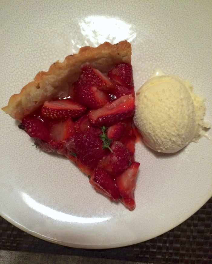 strawberry tart with ice cream
